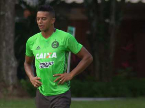 William Matheus admite a ansiedade para estrear no Coxa