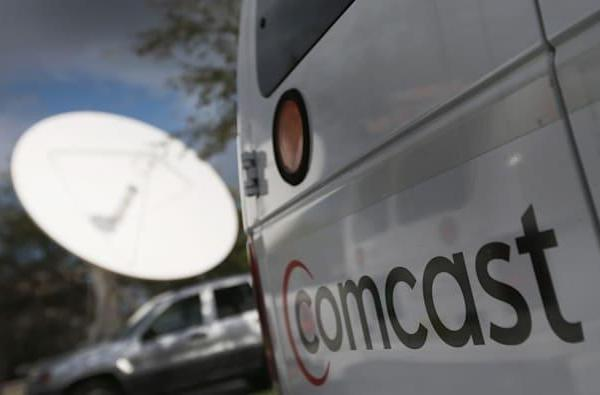 Comcast tries to clinch TWC merger by sweetening its low-income internet plan
