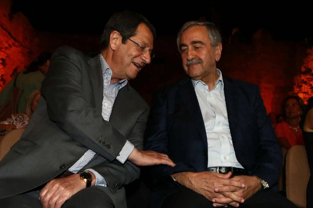 Cypriot President Nicos Anastasiades (L) and Turkish Cypriot leader Mustafa Akinci, pictured on July 28, 2015, expressed hopes for reunification in a Christmas Eve televised message which was also posted on YouTube