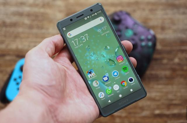 Will 2018 be the year small phones die?