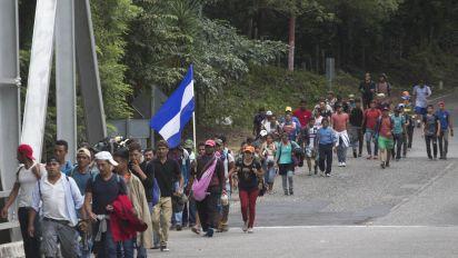 Trump threatens Mexico over migrant caravan