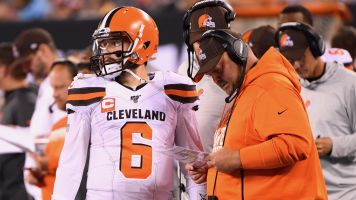 Browns coach defends leaving in Mayfield
