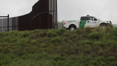 U.S. grants 2nd border wall contract in Texas