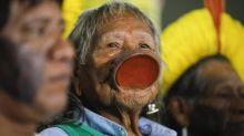 Brésil : le chef indigène Raoni hospitalisé pour un état de grande faiblesse