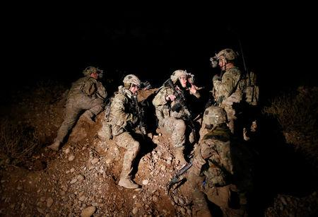 U.S. army forces participate in combat training in the northern Iraqi city of Erbil, December 22, 2016. Picture taken December 22, 2016. REUTERS/Ammar Awad