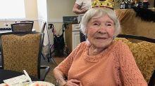USA, ecco la nonna di 105 anni che beve e fuma
