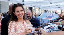 Lana Del Rey se defende e diz que não romantiza relações abusivas em suas músicas