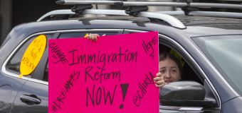 """Biden propone eliminar el término """"alien"""" de las leyes de inmigración, un nuevo gesto de acercamiento a inmigrantes y latinos"""