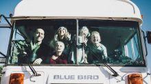 (FOTOS) Esta familia dejó su casa de 200 metros cuadrados para trasladarse a vivir a un autobús