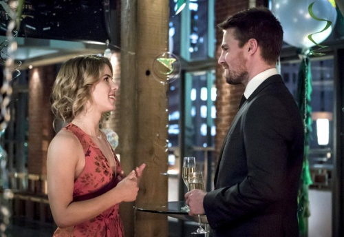 Emily Bett Rickards as Felicity Smoak and Stephen Amell as Oliver Queen/The Green Arrow in The CW's Arrow.
