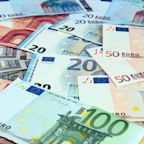 EUR/USD Price Forecast – Euro Finding Support During Holiday