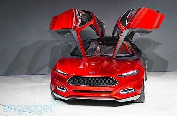 Ford promises more AppLink love at CES, Evos on the show floor