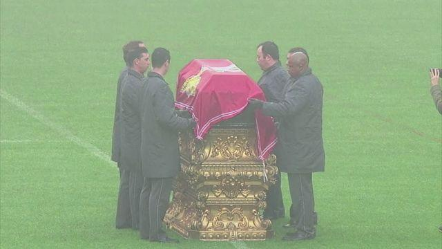 Benfica fans say final farewell to Eusebio