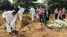 Brasil tem 75.697 mortes por Covid-19, informa consórcio de veículos da imprensa em boletim das 13h