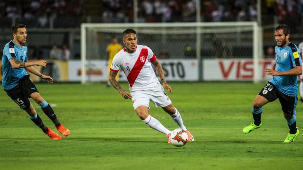 Guerrero sigue sumando goles con la camiseta de Perú