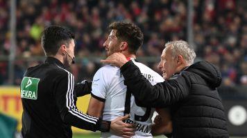 Friburgo-Eintracht, sette settimane di squalifica per Abraham: aveva spinto l'allenatore avversario