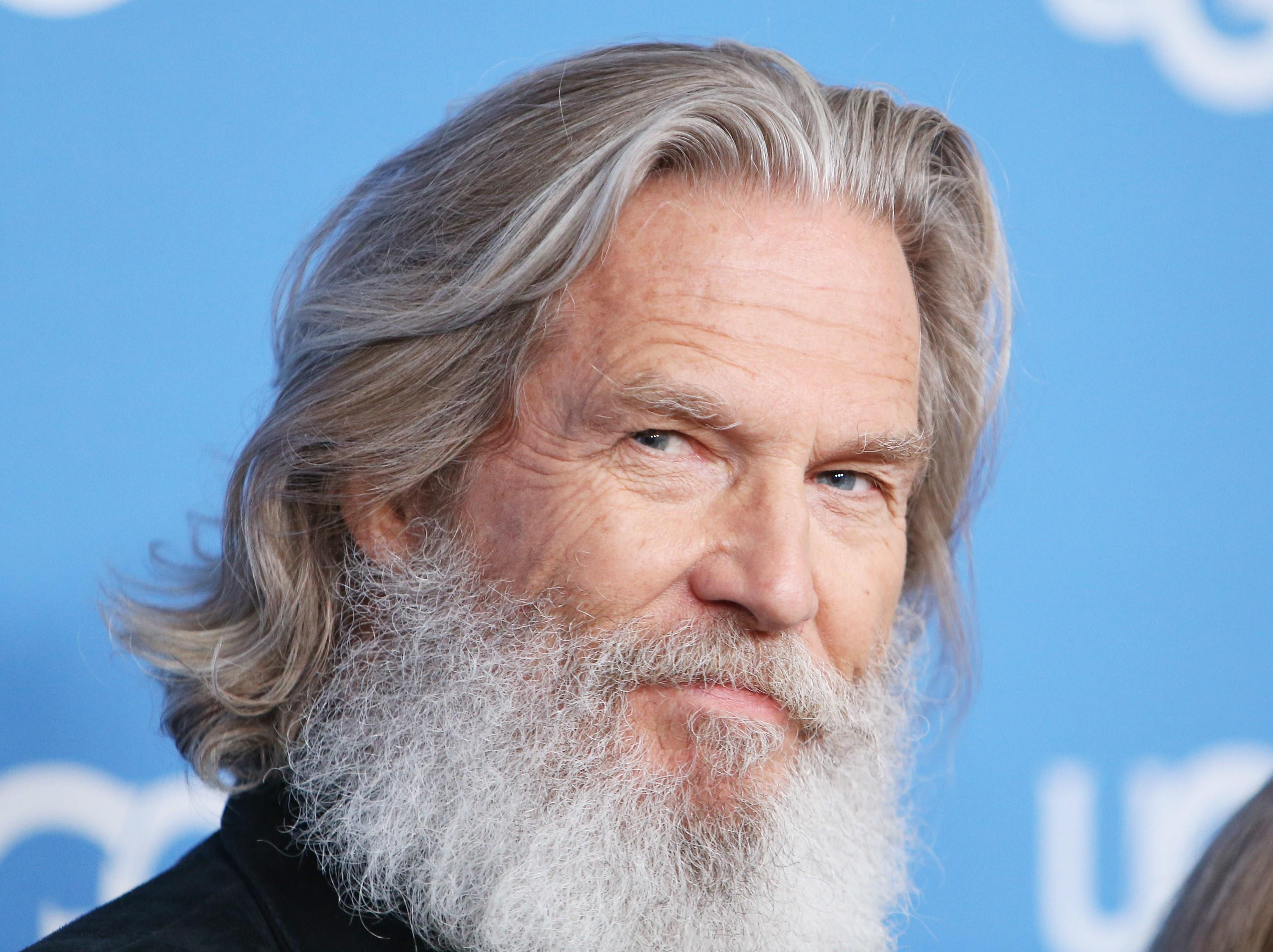 6 great haircuts for guys with grey hair