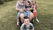 Gay e solteiro, homem realiza sonho de ser pai e adota 4 crianças deficientes