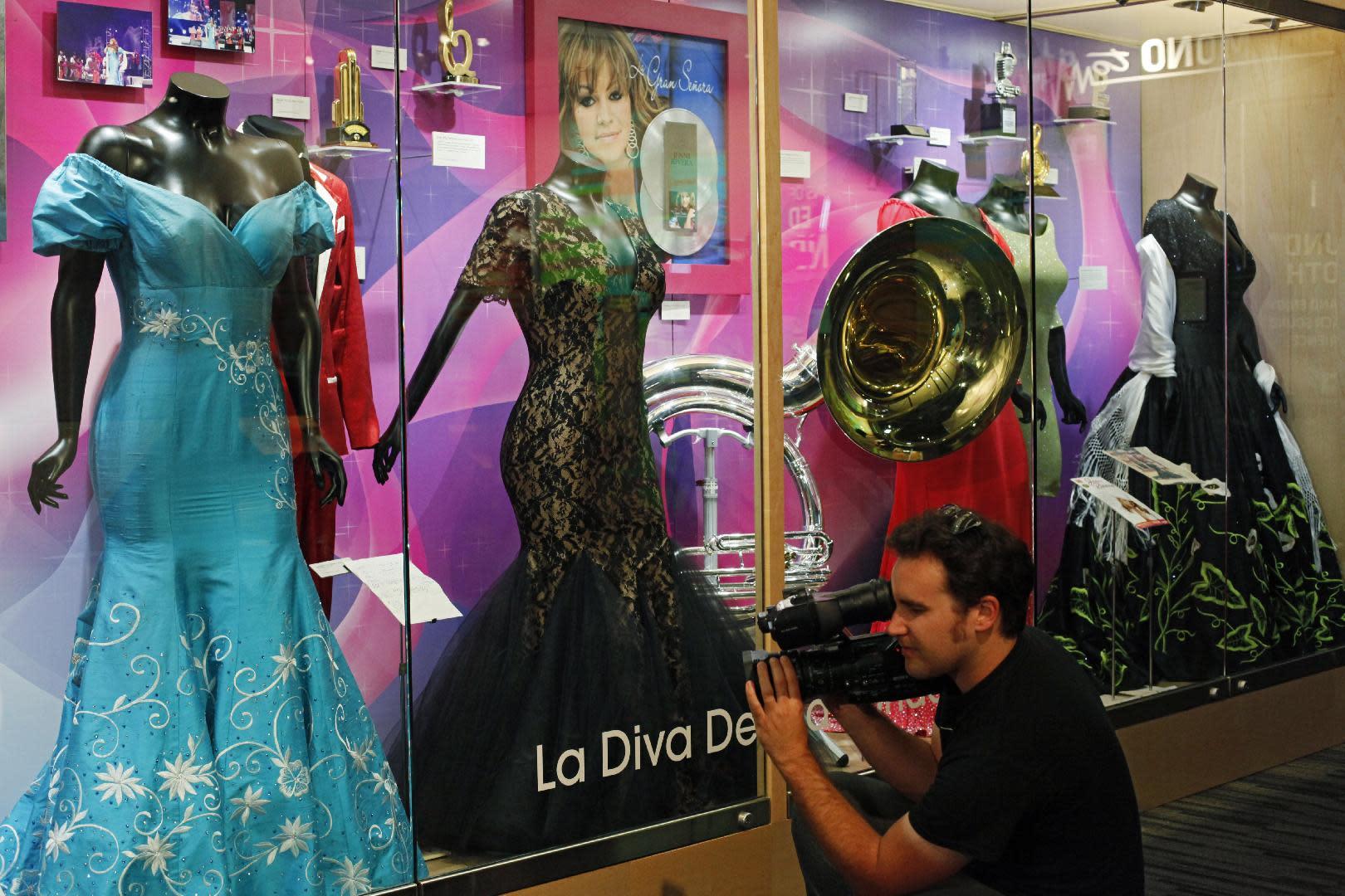 Museo Del Grammy Abre Exposicin De Jenni Rivera