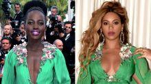 Beyoncé con el vestido de Lupita… dos años después