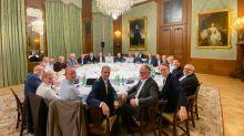 Esta imagen de Lagarde y sus compañeros de trabajo simboliza que aún hay mucho que hacer en paridad