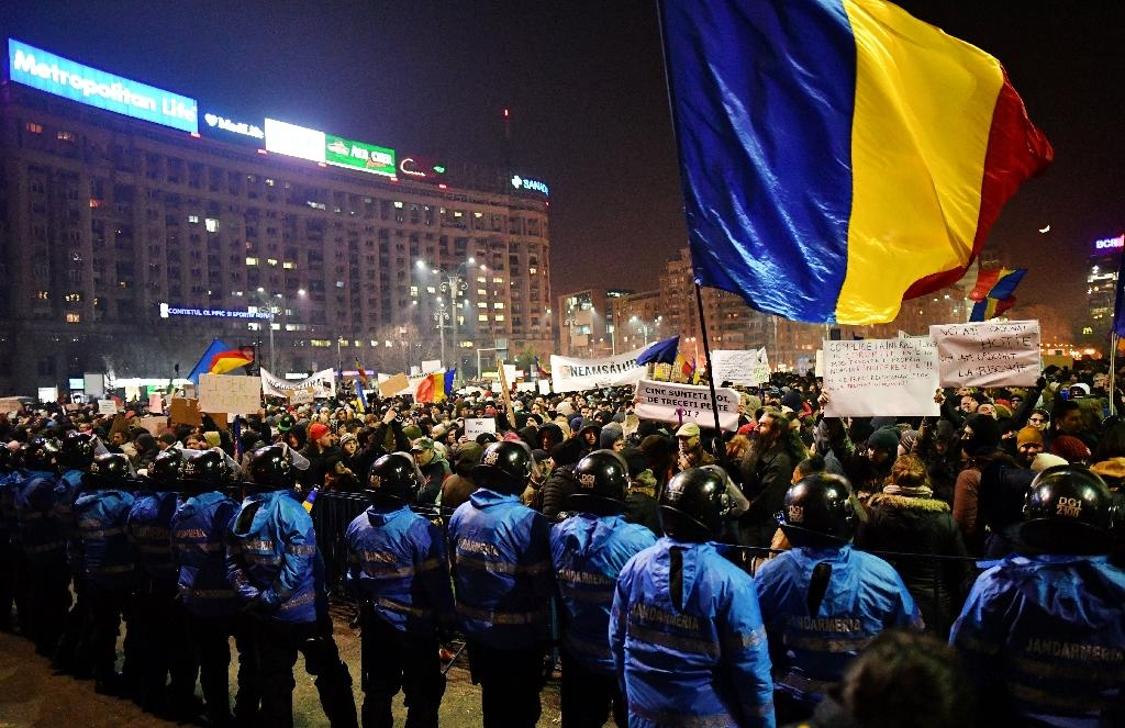 Around 120,000 people took to the streets nationwide on Thursday, the third straight night of protests (AFP Photo/DANIEL MIHAILESCU)