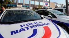 Enseignant égorgé dans les Yvelines: le Parquet national antiterroriste saisi, Macron attendu sur place