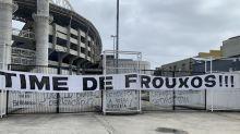 Torcedores do Botafogo protestam contra a equipe: 'Time de frouxos'
