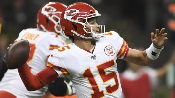 Mahomes, Chiefs win ugly in Mexico City