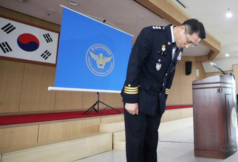 Provincial police chief Bae Yong-ju bows as he apologises to the victims' families and falsely accused suspects in South Korea's most notorious serial killer case