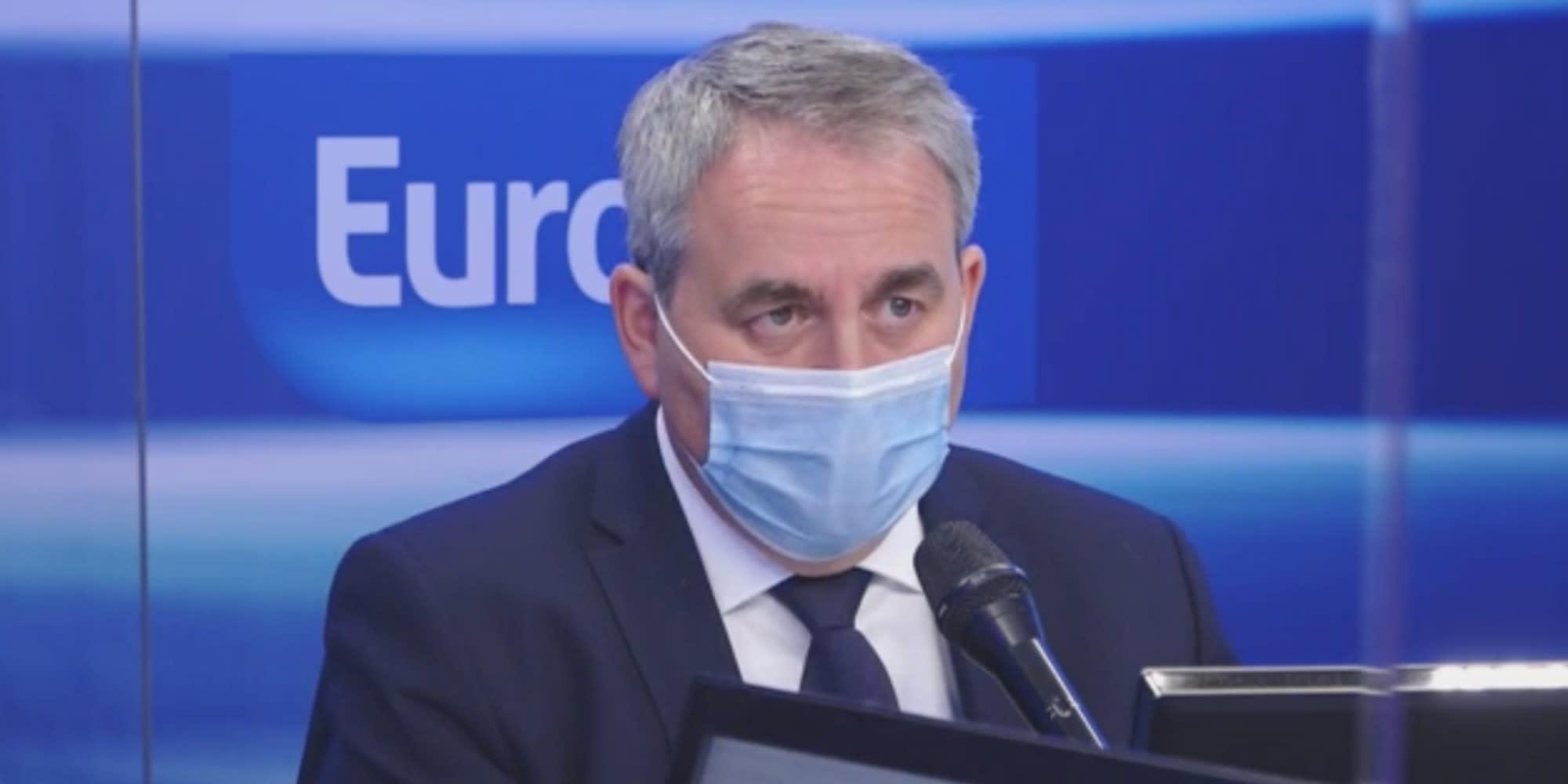 """Sécurité : Bertrand propose """"une peine de prison automatique"""" pour les agresseurs de policiers"""