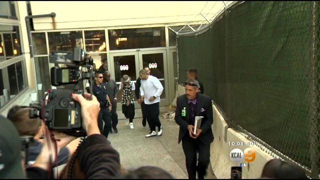 Justin Bieber Detained For Questioning At LAX After Arriving From Japan