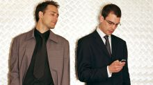 Legge gli sms del vicino e scopre l'offerta segreta, maxi multa in arrivo per il trader spione