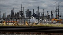 Biggest Oil Refineries in U.S. Are Going Dark Amid the Cold