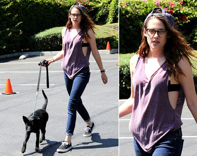 Kristen Stewart Bh Blitzer Beim Spaziergang Mit Dem Hund