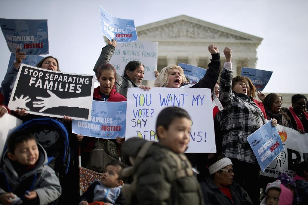Pro-immigration reform demonstrators rally outside the United States Supreme Court in Washington, DC (AFP Photo/Chip Somodevilla)