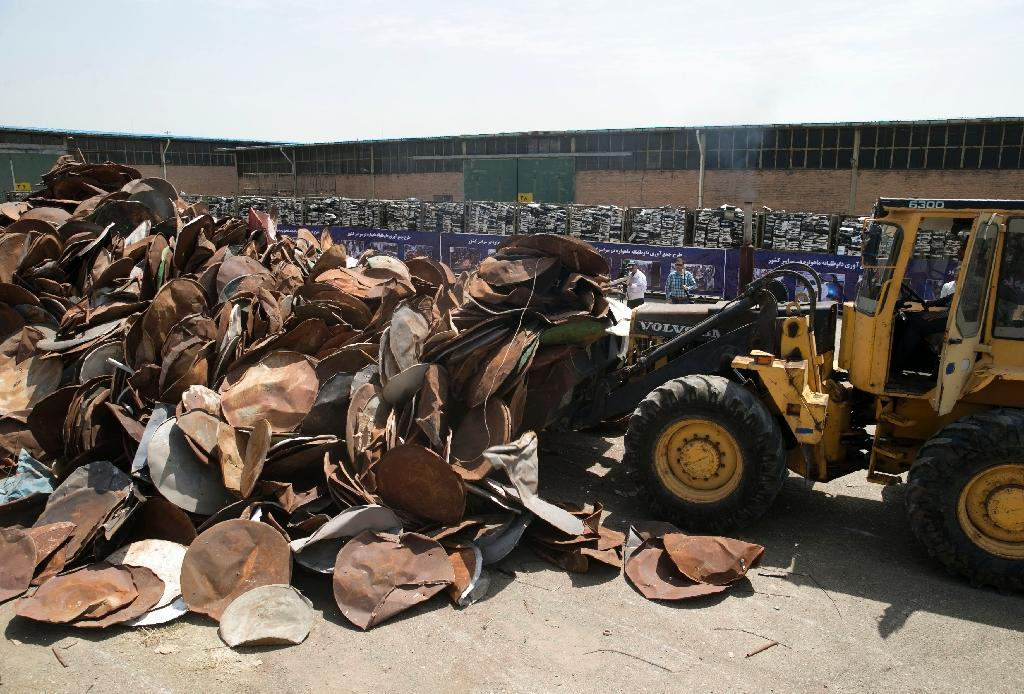 Satellite dishes and receivers being piled up before being destroyed during a ceremony in the Iranian capital Tehran on July 24, 2016 (AFP Photo/Hoseein Zohrevand)