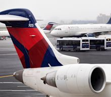 Delta plane slides off taxiway amid winter storm; airlines issue travel advisories into weekend