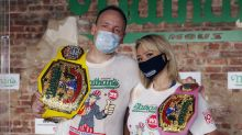 Come 75 perritos calientes en 10 minutos: nuevo récord mundial en medio de la pandemia