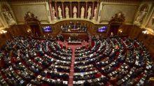 """Professeur décapité: l'Assemblée nationale debout pour dénoncer un """"abominable attentat"""""""