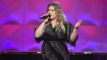Emotional Kelly Clarkson asks for action instead of a moment of silence at the Billboard Music Awards