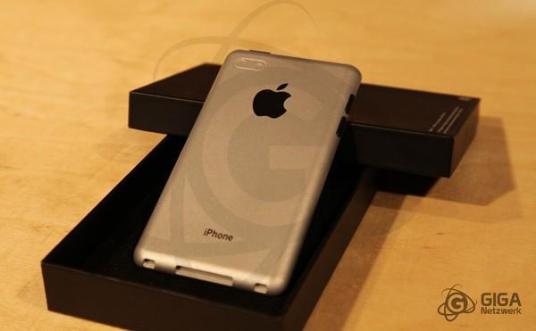 iPhone 5 cases and realistic unibody dummy show off incredible slimness