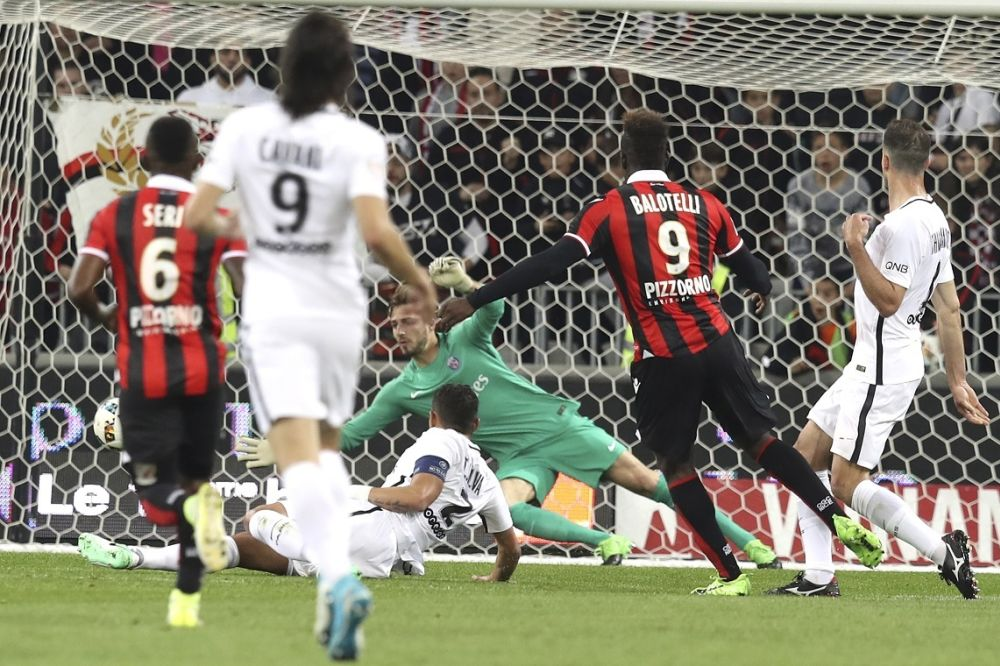 Le PSG s'incline à Nice et laisse Monaco filer vers le titre