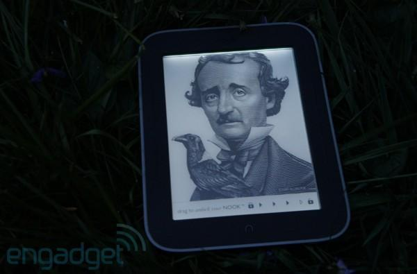 Nook Simple Touch with GlowLight shipping this week, B&N warns of limited supply