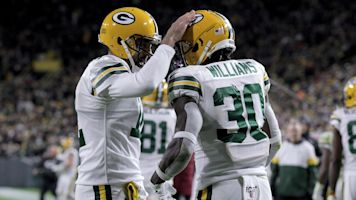 Rodgers, some rough calls doom Lions in loss