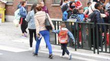 """""""Ne te mouche pas en classe, ne tousse surtout pas"""" : le casse-tête des parents et des écoles en cas d'enfant malade"""