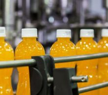 Are Investors Undervaluing Britvic plc (LON:BVIC) By 28%?