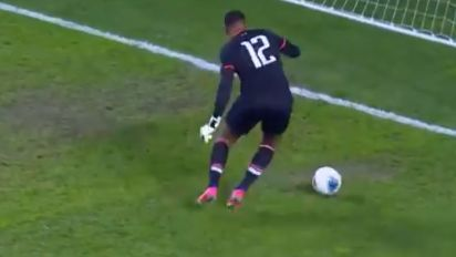 One of the worst keeper mistakes you'll ever see