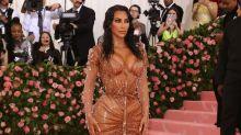 Kim Kardashian revela segredo por trás de cintura finíssima