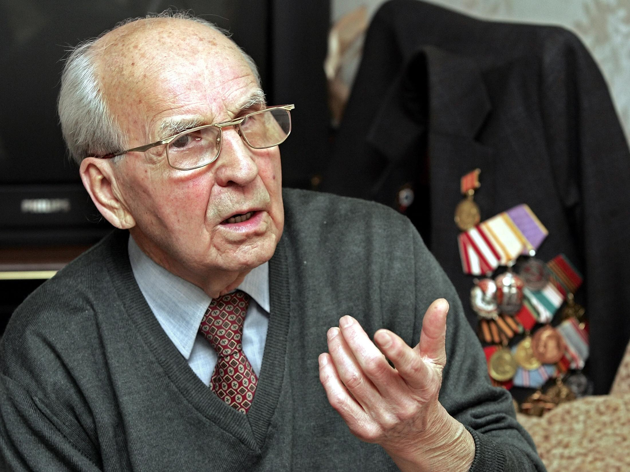 File picture shows Russian World War II veteran Ivan Martynushkin, who took part in the liberation of the Nazi concentration camp Auschwitz in 1945, speaking at his home in Moscow (AFP Photo/Yuri Kadobnov)